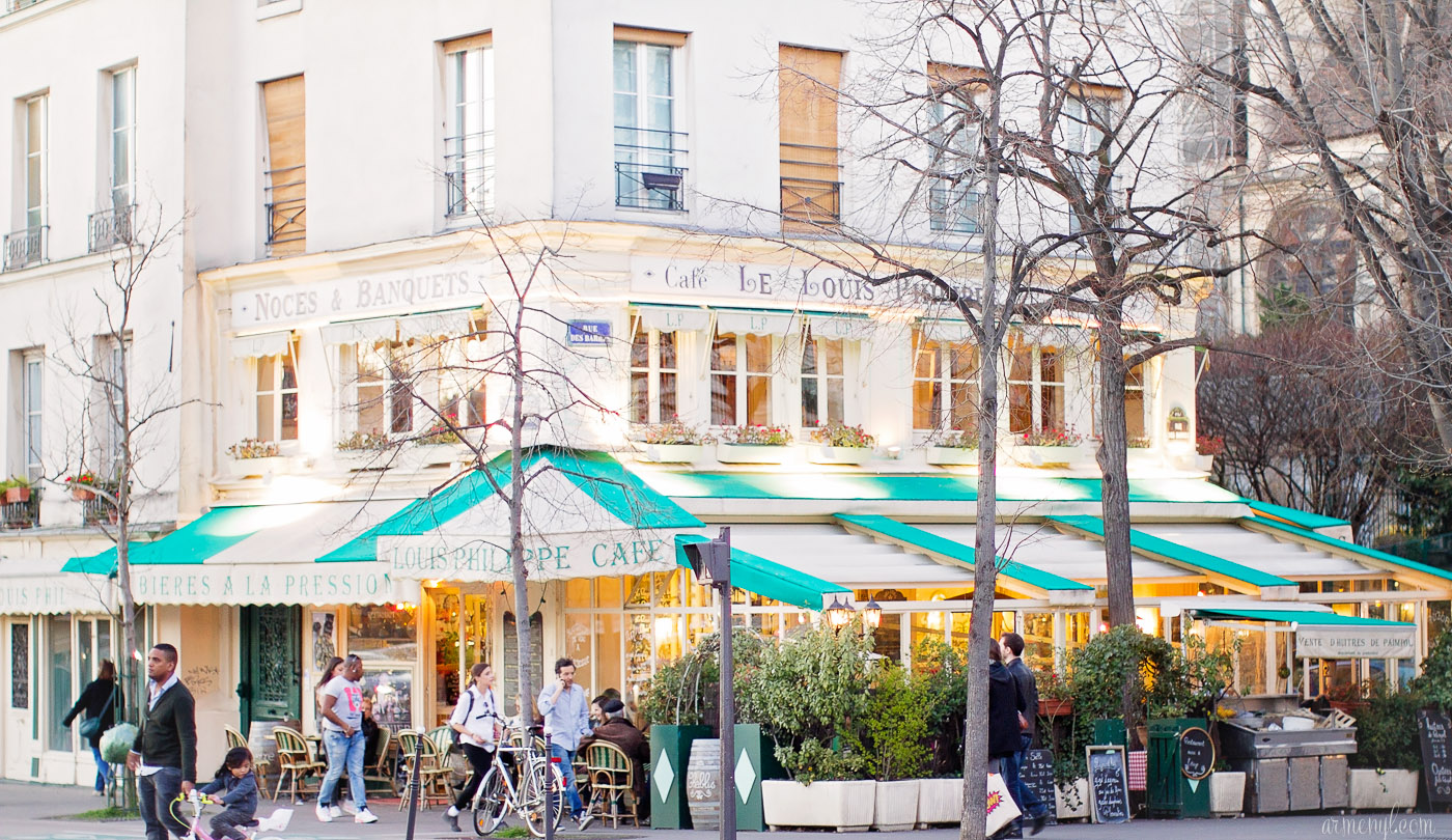 Cafes in Paris near Hotel de ville, Cafe le louis Phillipe photographed by Fashion and lifestyle blog Armenyl.com