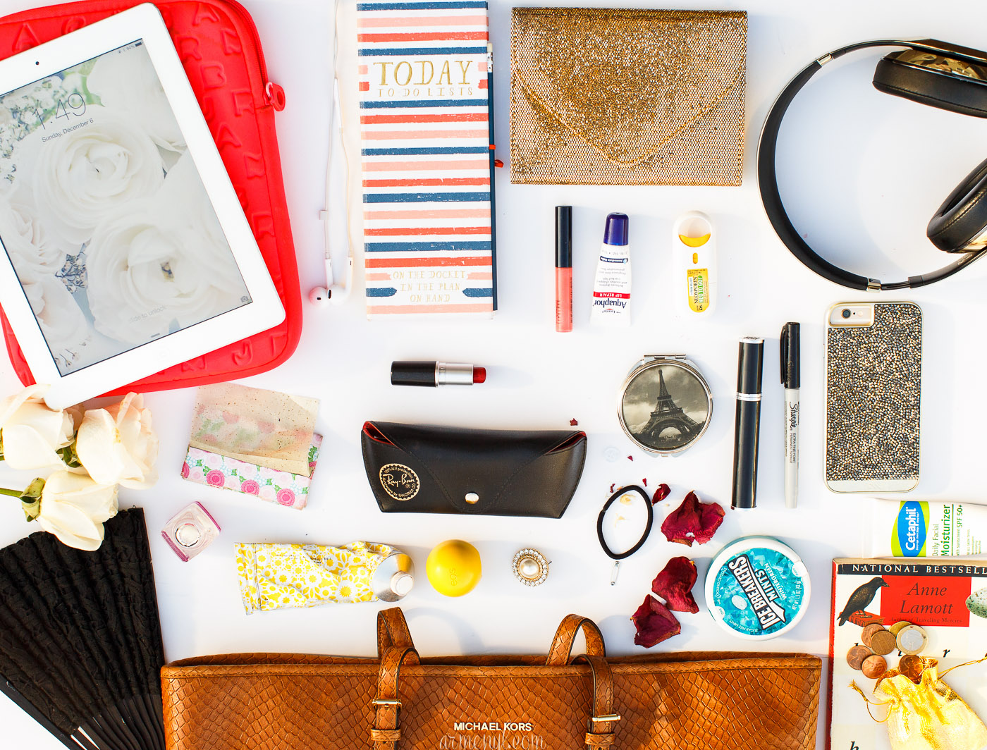 What's in my bag by Armenyl.com