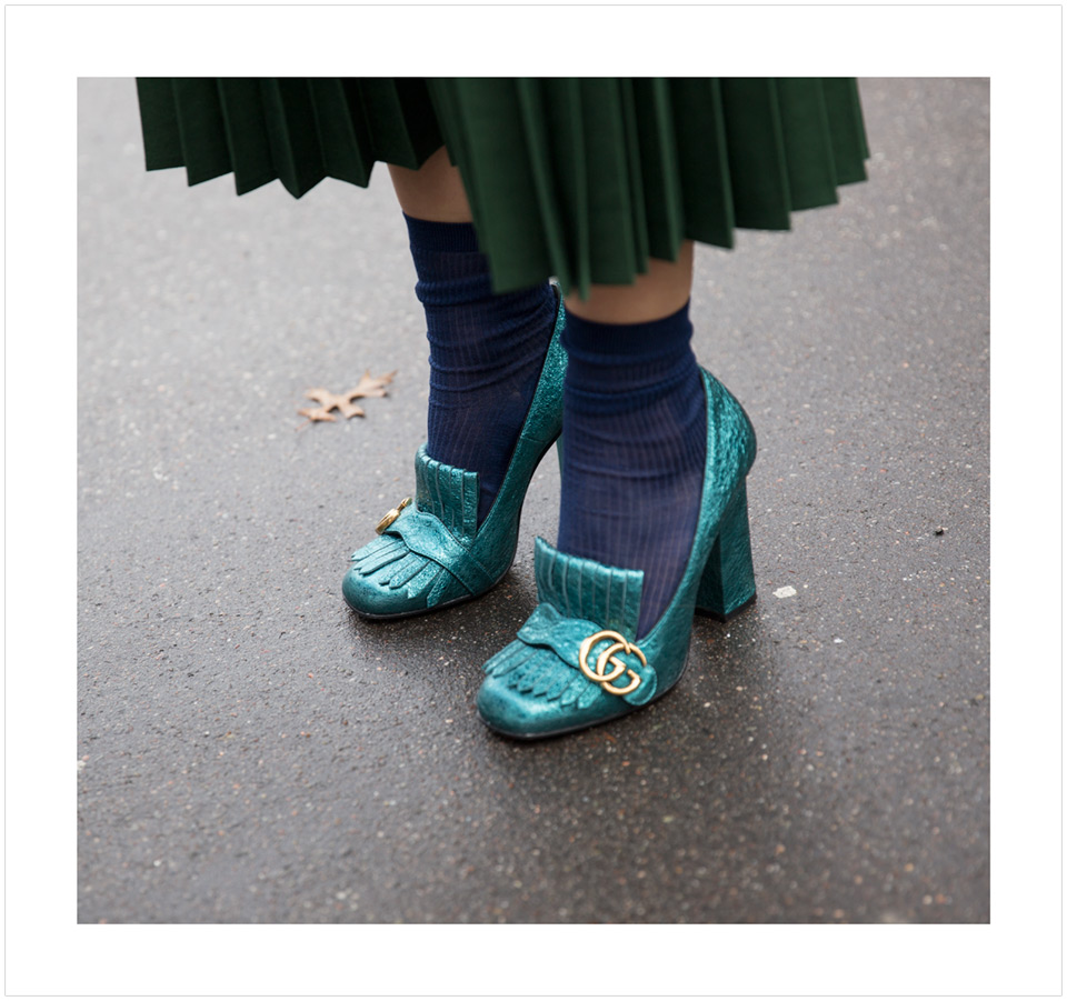 Emerald Green Gucci Shoes worn by Fashion Illustrator Jenny Walton Street style outside Miu Miu AW 16 show in Paris on March 9 2016 photographed by Armenyl.com