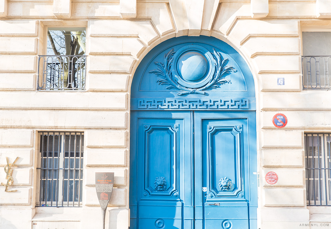 Paris-Doors-Sunny-day-in-Paris,-France-photographed-by-Armenyl.com