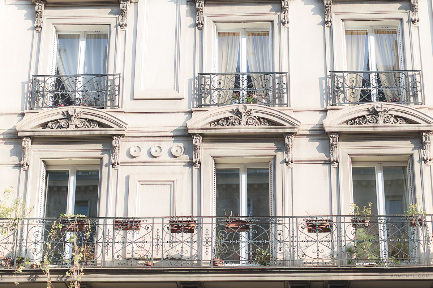 Parisian-windows-Sunny-day-in-Paris,-France-photographed-by-Armenyl.com