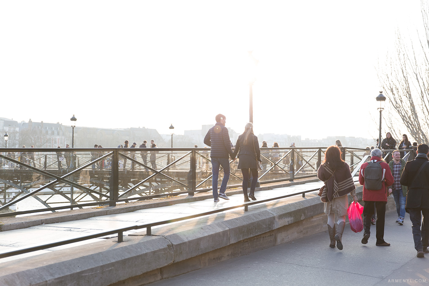 Pont-des-arts-Sunny-day-in-Paris,-France-photographed-by-Armenyl.com