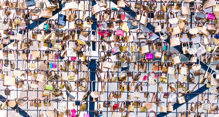 Love-PadLocks-Bridge-in-Paris-photographed-by-Armenyl.com-
