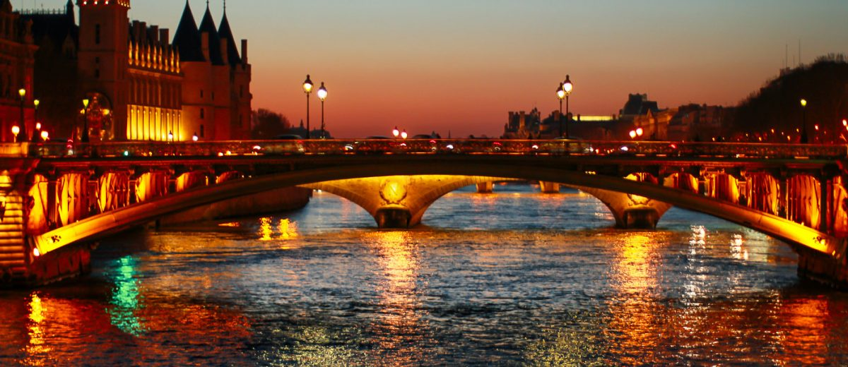 Paris by Night Pont Saint Michel photographed by Armenyl.com